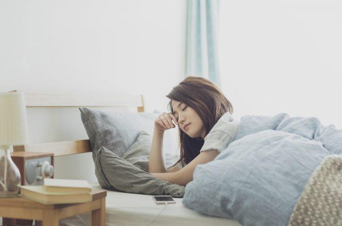起床直後の女性