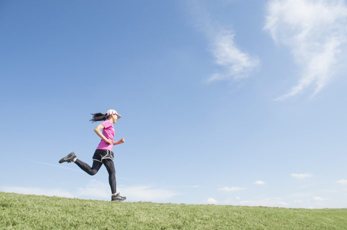 全身の筋肉を連動させるイメージで走る