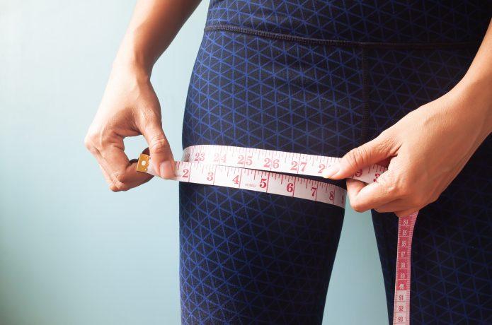 足の太さを気にしている女性