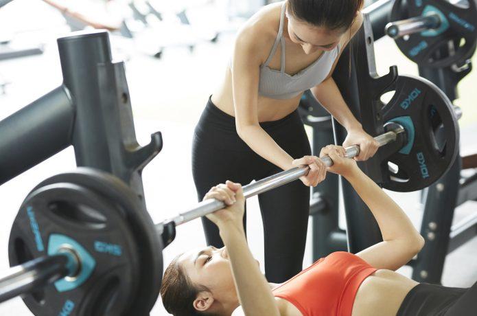 筋トレをおこなって筋肉を増やす
