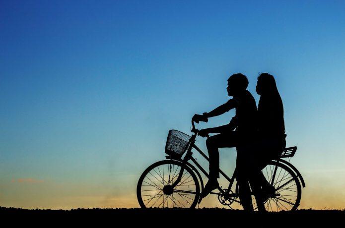 無灯火の自転車
