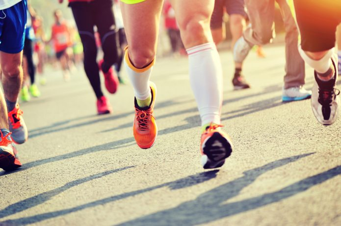 マラソン大会で走る人たち