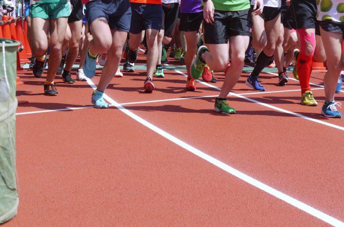 マラソンする人々