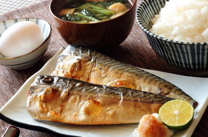 PIXTA 鯖の塩焼き定食