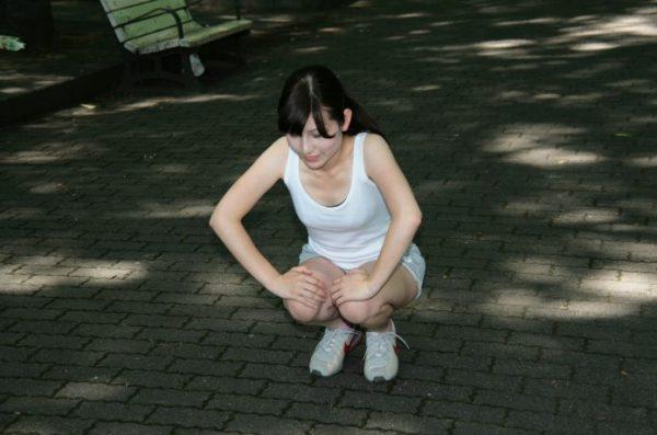 膝が痛むとき屈伸を