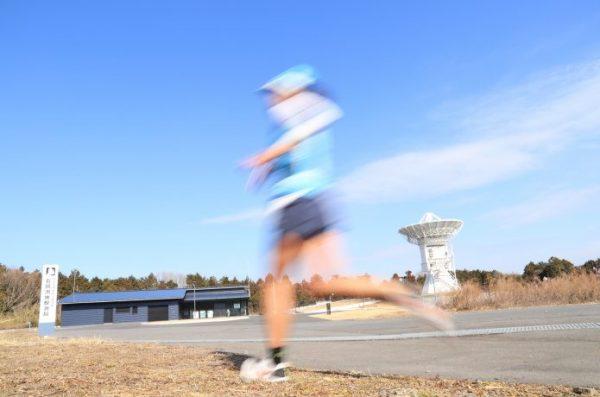 トレーニングする市民ランナー
