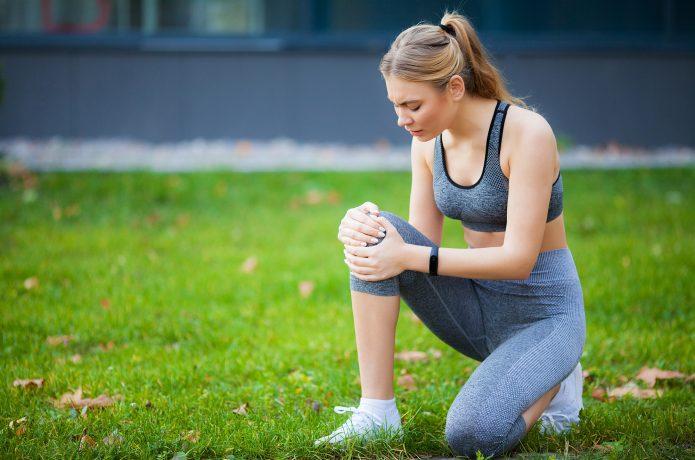 ランニングで膝を痛めた女性