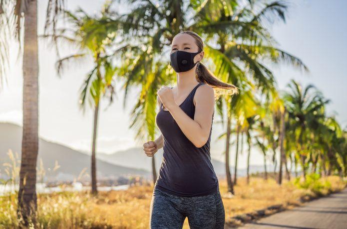 マスク ランニング 女性の画像