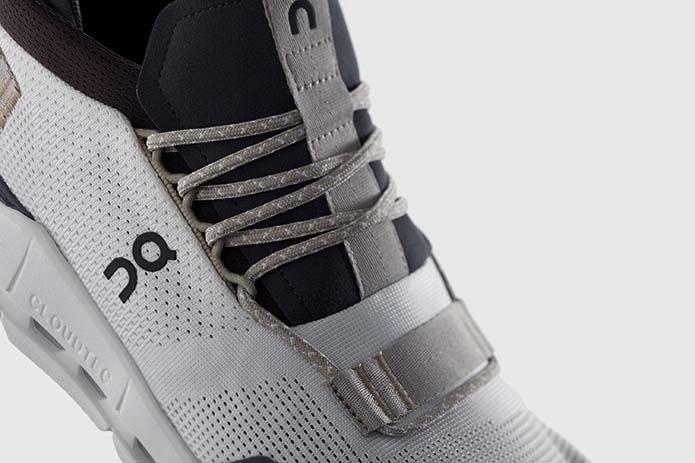 On Cloudnova 靴紐デザイン