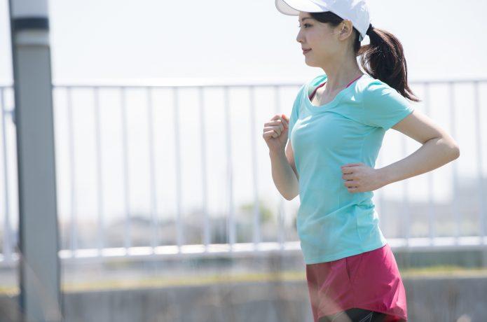トレーニングに取り組む中級ランナー