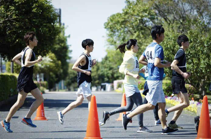 マラソンを走るランナーたち