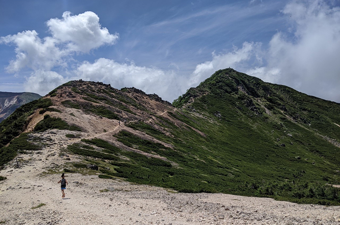 砂地や岩場など、様々なサーフェスがあるイメージ