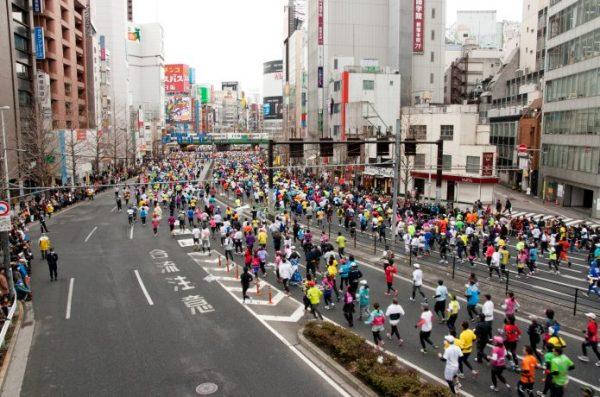 東京マラソン ランナーの集団