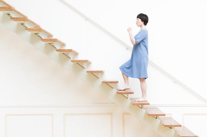 階段 昇降運動 女性