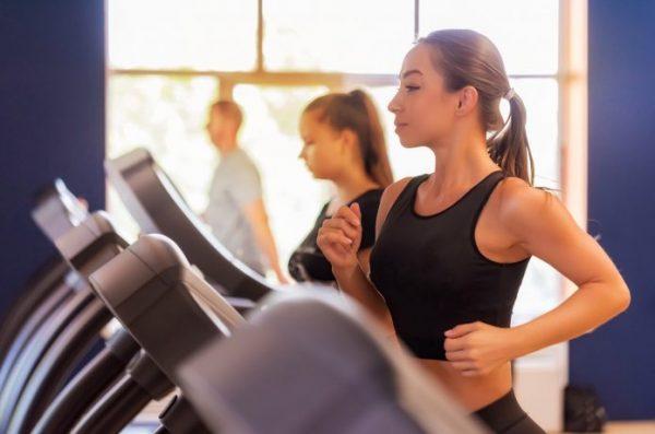 ランニングマシン 運動 トレーニング  ジム