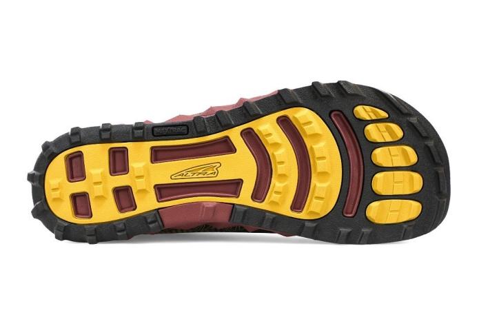 足の形にデザインされたアルトラのシューズ
