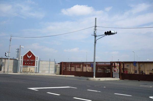 横田基地 ゲート