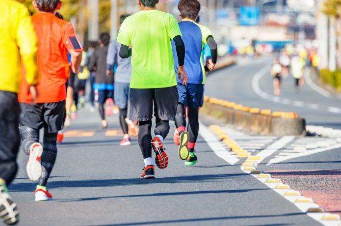 マラソンの終盤を走るランナー