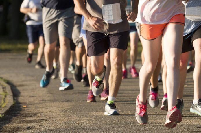 マラソン大会を走るランナー