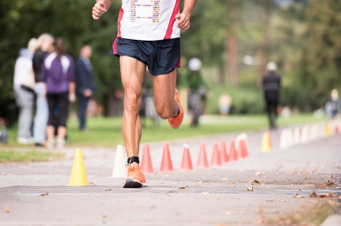 マラソンに出場するランナー