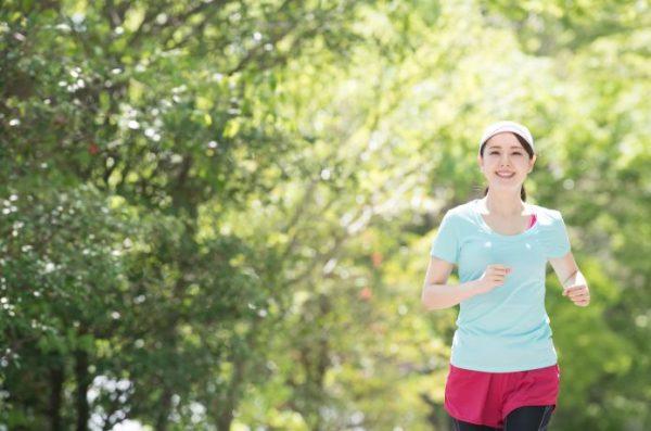 楽しそうな女性ランナー