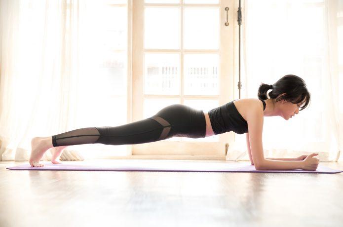プランク 女性 体幹トレーニング