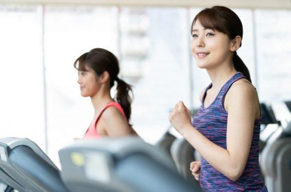 ランナー 女性 ランニングマシン
