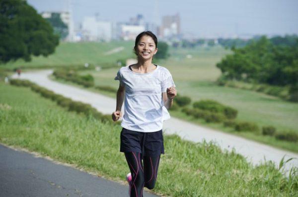 長距離トレーニングをする女性ランナー