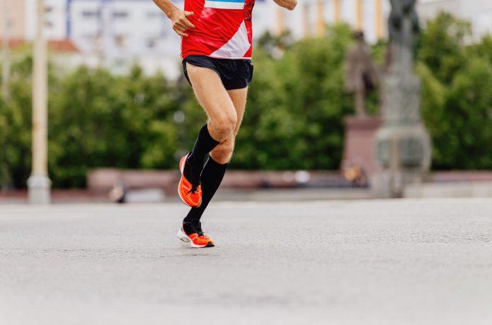 長距離ランナー体型の男性