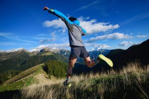 高地トレーニングをしている男性