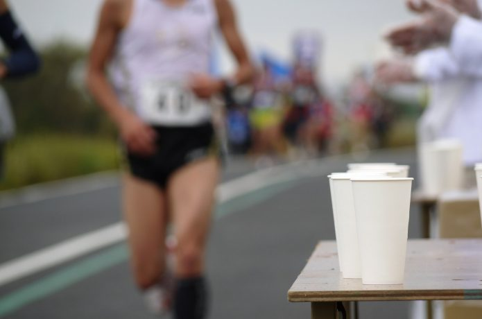 マラソンの給水ポイント