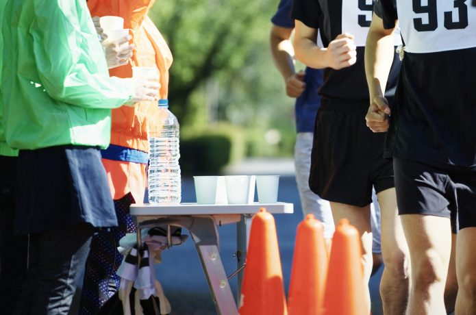 マラソン大会の給水ポイント
