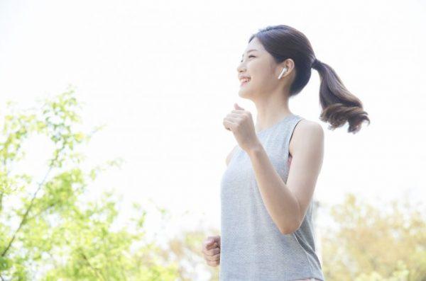 女性ランナー ジョギング