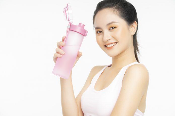 給水ボトル 女性 ランニング