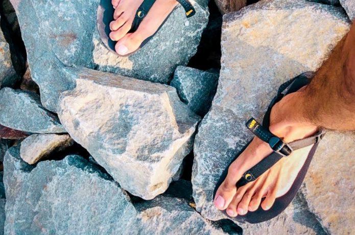 ルナサンダル 岩の上