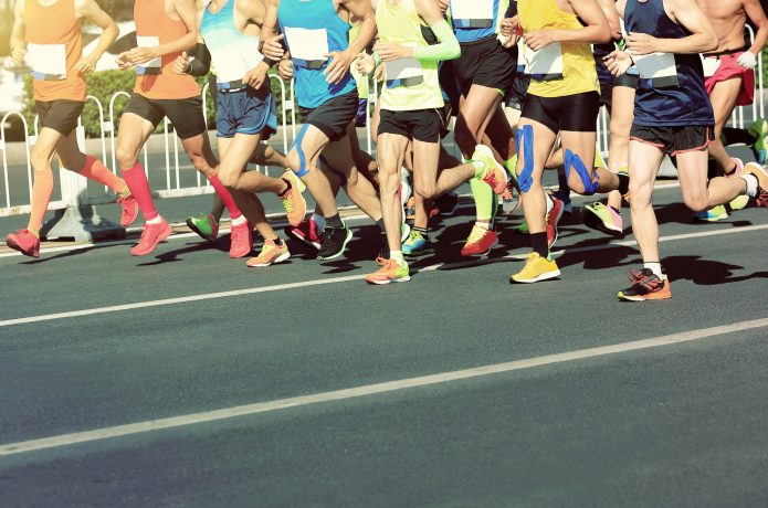 マラソン大会に出るエリートランナー