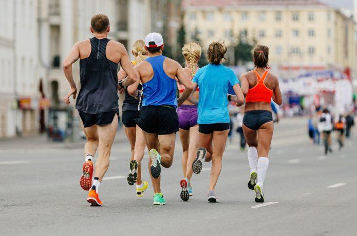 マラソンレースに出るランナー