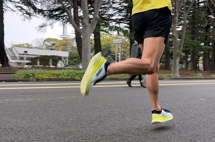 もっと速く走っているような画像