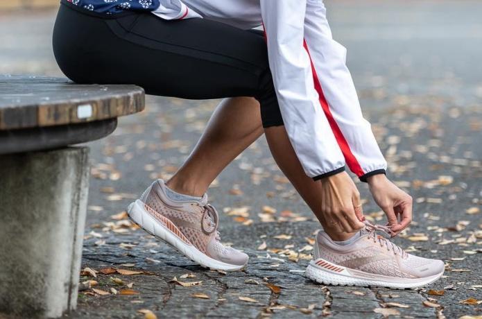 女性ランナー ブルックス