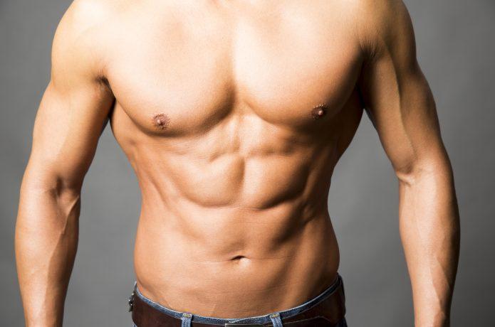 上半身裸の男性の画像