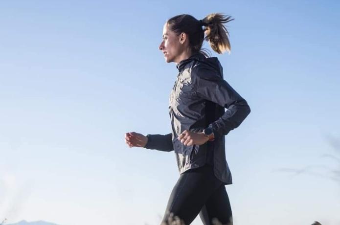 カロスランニングウォッチ 女性ランナー