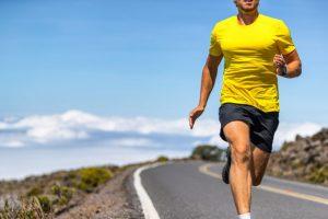適度に筋肉のついた男性ランナー