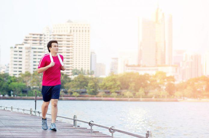ジョギングしている人の画像