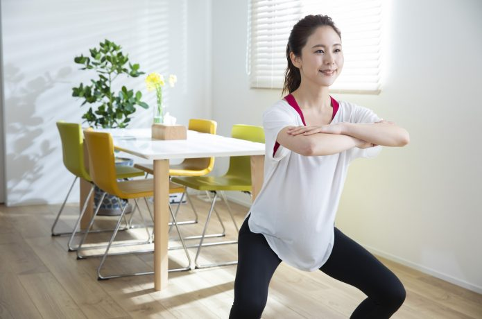 【自宅筋トレ①】スクワットで大きな筋肉を動かす!