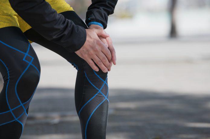 ジョギングでひざを痛めた男性